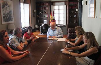La Junta apoya las reivindicaciones de trabajadores y usuarios del Centro de Mayores de la Fundación CCM