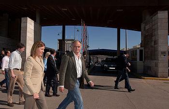 María Dolores Cospedal y Esteban González Pons visitan el puesto fronterizo de Beni-Enzar