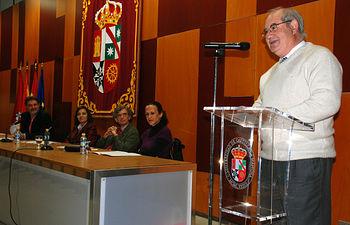 La vicerrectora del Campus y el delegado provincial de Educación participaron en el acto de homenaje.