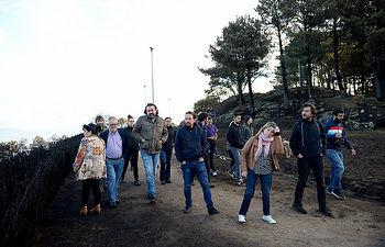 Pablo Iglesias, Carmen Santos y Rafa Mayoral en el Monte dos Pozos de O Freixo (Pontevedra)