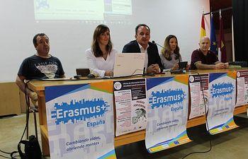 """Inauguración la IV edición de las jornadas """"Oportunidades para jóvenes; Trabajar y Emprender en España y en la UE""""."""