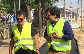 José Manuel Labrador visitando las obras de asfaltado.