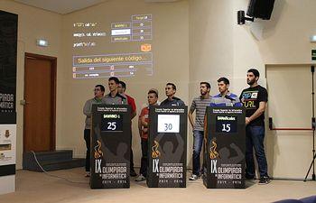 Uno de los equipos participantes en la final de la IX Olimpiada de Informática.