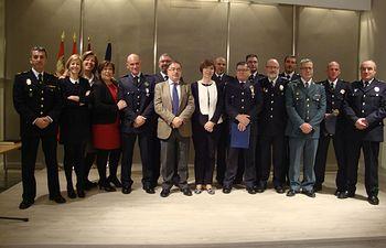 Foto familia policía local e el salón de actos.JPG
