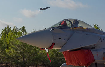 Avión Eurofighter despegando
