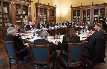 La Comisión Nacional del IV Centenario de la muerte de Miguel de Cervantes, reunida hoy en Pleno, ha aprobado el Programa Oficial de actividades y los incentivos fiscales aparejados a las mismas con los que se pretende celebrar al más insigne autor de las letras españolas.