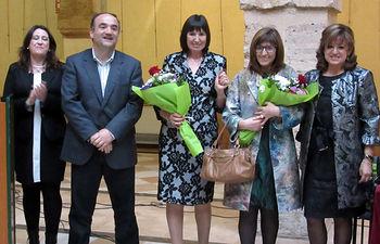 Alcalde y concejala con las hijas de Paco Melero.