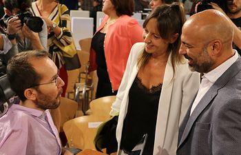 José García Molina e Inmaculada Herranz y Pablo Echenique.