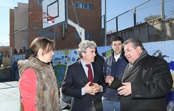 Leandro Esteban visita colegio Torrejón de Rey. Foto: JCCM.