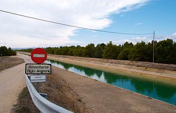 La proposición de la Ley del Agua demanda, entre otros asuntos, la participación del Gobierno regional en los órganos permanentes de gestión y control del trasvase Tajo-Segura mientras subsista.