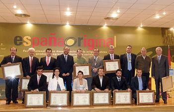 El consejero de Agricultura y Desarrollo Rural, José Luis Martínez Guijarro, entregó hoy en Ciudad Real los quintos premios a los mejores vinos de la tierra españoles que concede la Asociación Empresarial de Bodegas de Vinos de España (AVIMES). Once de los doce galardones han recaído en vinos de Castilla-La Mancha.