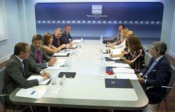 Sáenz de Santamaría preside la reunión de coordinación sobre violencia de género (Foto: Pool Moncloa)