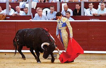Sebastián Castella salió a hombros de la Plaza de Toros de Albacete tras cortar tres orejas de ley el día 10 de septiembre.