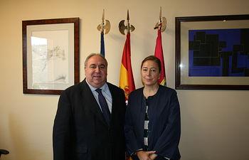Vicente Tirado y la alcaldesa de Socuéllamos, Pruden Medina.