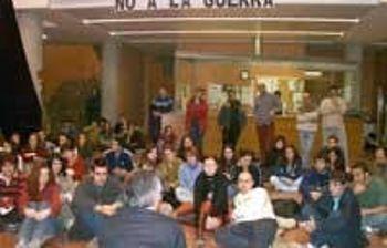 """Los Universitarios de Albacete dicen """"NO A LA GUERRA"""", con un encierro en la Universidad"""