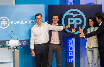 Fernando Martínez-Maillo, Pablo Casado, Andrea Levy y Jorge Moragas con el nuevo logo