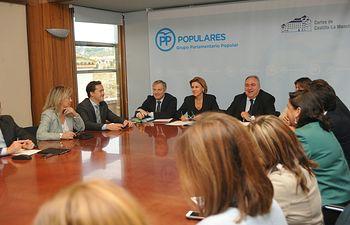 María Dolores Cospedal  ha participado en la habitual reunión que el GPP mantiene en las Cortes regionales antes del Pleno de la cámara.