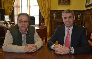 Álvaro Gutiérrez y César Sánchez, alcalde de Alcañízo