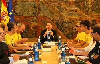 Consejo de Gobierno con las plataformas anti-fracking. Foto: JCCM.