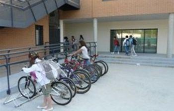 Aparcabicicletas en un Centro Escolar