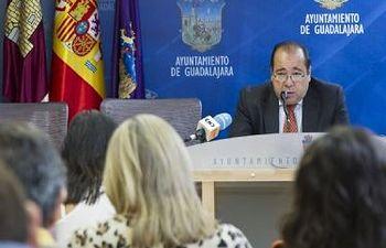 Mariano del Castillo presenta las actuaciones municipales en el barrio de Escritores