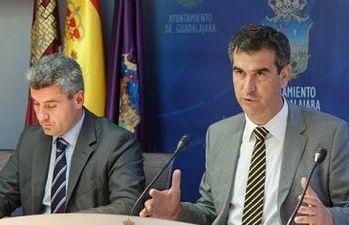 Antonio Román anuncia la bajada de impuestos