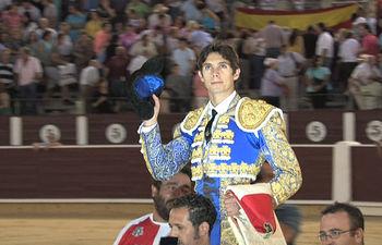 Sebastián Castella saliendo por la Puerta Grande de la Plaza de Toros de Albacete