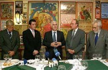José María Barreda, presidente de Castilla-La Mancha, junto a los directivos de APRECU y FUDECU y el alcalde de Albacete, Manuel Pérez Castell