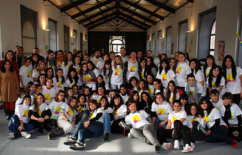 Foto de familia de los estudiantes que han participado en el diseño y la elaboración del material educativo.