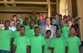 Jóvenes futbolistas de Haiti en Diputación