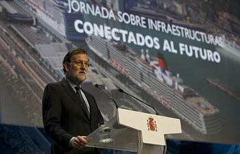 """El presidente del Gobierno, Mariano Rajoy, durante su intervención en la inauguración de la jornada sobre infraestructuras """"Conectados al futuro"""", celebrada en Barcelona."""