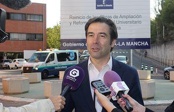Lorenzo Robisco en rueda de prensa en el Hospital de Guadalajara.