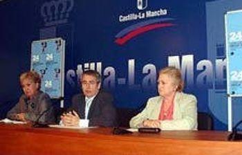 El director general de Coordinación y Política Educativa, Pedro Pablo Novillo, junto a la presidenta regional de CONFAPA, Maribel Sánchez, y la presidenta regional de CONCAPA, María Jesús González.