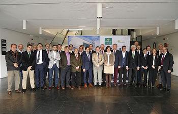Foto del Comité Ejecutivo de FEDA con el presidente de Castilla-La Mancha en una visita celebrada recientemente.