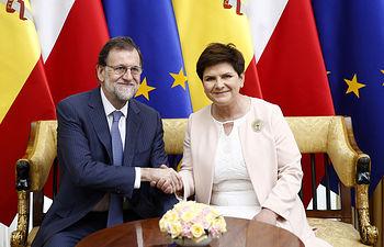El presidente del Gobierno, Mariano Rajoy, y la primera ministra polaca, Beata Szydlo, en el Palacio del Belweder de Varsovia, donde se celebra la XII Cumbre entre España y Polonia.
