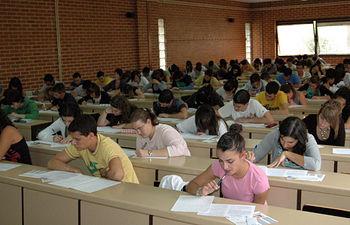 Un grupo de alumnos se enfrenta a los exámenes de Selectividad.
