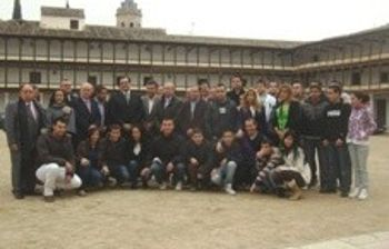 Alumnos en la Plaza Mayor de Tembleque
