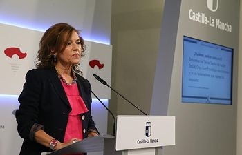 La consejera de Bienestar Social, Aurelia Sánchez, comparece en rueda de prensa para informar de asuntos relacionados con el Consejo de Gobierno.