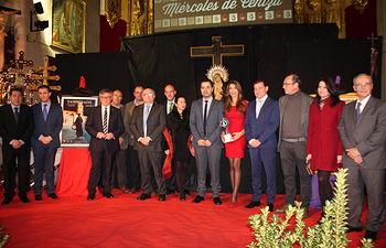 Fotografía del acto institucional de presentación de los carteles y revistas de la Semana Santa de Hellín 2016.