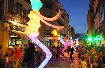 Pasacalles Big Dancers de Las Noches son para el Verano
