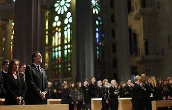 El presidente del Gobierno, Mariano Rajoy, asiste a la ceremonia solemne por los fallecidos en los Alpes (Foto: Pool Moncloa)