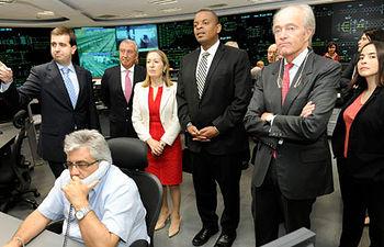 La ministra de Fomento en el Centro de Regulación y Control (CRC) del tráfico de alta velocidad.