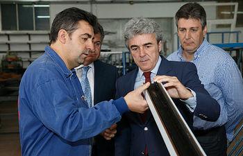 Esteban visita las instalaciones de la empresa Talleres Ferji II. Foto: JCCM.
