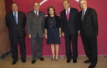 La vicepresidenta participa en la entrega de los Premios Carles Ferrer Salat. Foto: EFE.