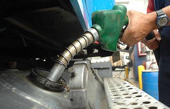 Gasolinera-gasolina-combustible-5. Imagen de archivo.