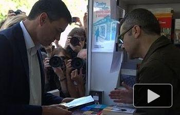 PSOE: Visita de Pedro Sánchez y y Ana García D'atri a la Feria del Libro de Madrid