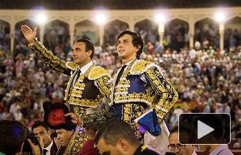 Enrique Ponce y Roca Rey abren la puerta grande de la plaza de toros de Albacete este jueves, 13 de septiembre de 2018. Fotos Feria Taurina -13-09-18 - La Taurino Manchega - Foto María Vázquez.