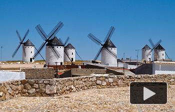Molinos de viento en Campo de Criptana (Ciudad Real). Paisaje típico de Castilla-La Mancha.