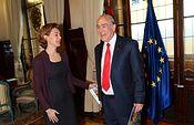 La ministra Tejerina con Ángel Gurría en el 3º Informe de la OCDE sobre medio ambiente (Ministerio). Foto: Ministerio.