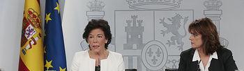 La ministra de Educación y Formación Profesional y portavoz del Gobierno, Isabel Celaá, junto a la ministra de Justicia, Dolores Delgado, durante la rueda de prensa posterior al Consejo de Ministros.